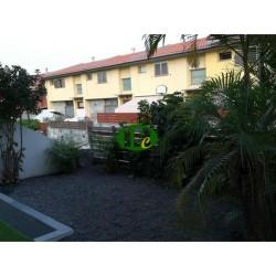 Rijtjeshuis met 3 slaapkamers en 2 badkamers en 1 gastentoilet op ongeveer 200 vierkante meter