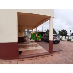 Groot huis op ongeveer 240 vierkante meter en met ongeveer 1100 vierkante meter buitenruimte