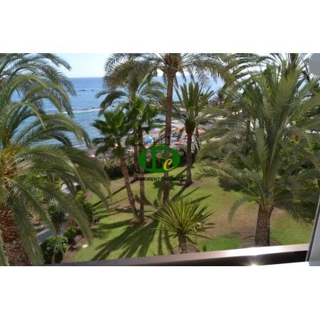 Однокомнатная квартира, в 1-м ряду от моря с видом на песчаный пляж и море - 1