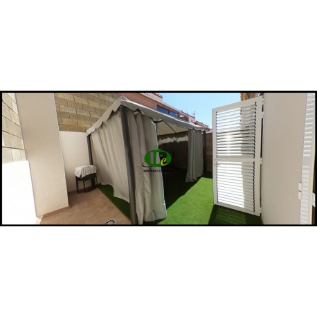 Large house on about 160 sqm on 2 levels Located in a quiet side street with 3 bedrooms - 6