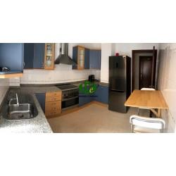 Apartamento con 3 amplios balcones y 2 dormitorios sin amueblar en alquiler en Vecindario - 2
