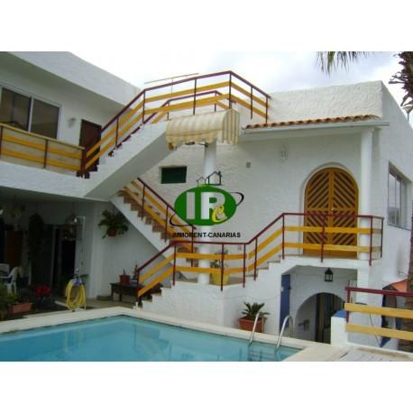 Хорошая квартира с видом на море с террасы в тихом районе в том числе Wi-Fi