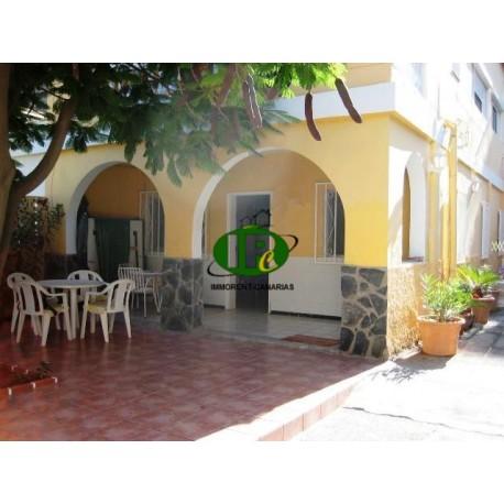Hausteil parterre mit 2 Schlafzimmer und großer geschlossener Terrasse