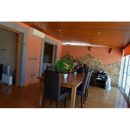 Sehr schönes Penthouse mit 3 Schlafzimmer, auf ca 130 qm Wohnfläche, auf 2 Ebenen und Parkettfußboden