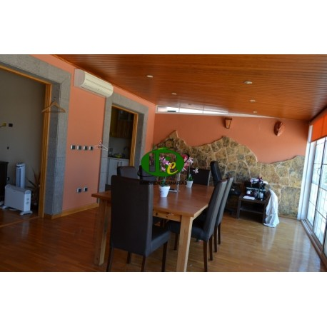 Very nice penthouse with 3 bedrooms, on approx. 130 sqm living space, on 2 levels and parquet floor