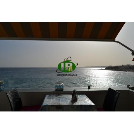 Bonito apartamento de vacaciones en primera línea de mar con vista directa al mar