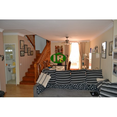 Casa adosada de 88 metros cuadrados en 2 niveles con 2 terrazas, en una ubicación central en puerto rico