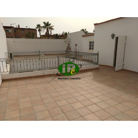 Large townhouse for sale with great potential in San Fernando