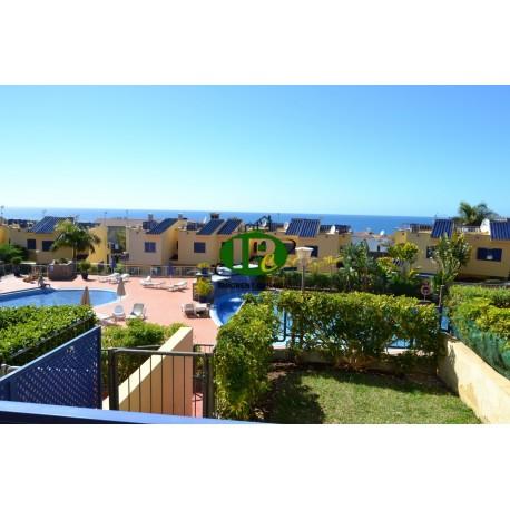 Amplia casa de 3 niveles con plaza de aparcamiento privada en la propiedad y vistas al mar
