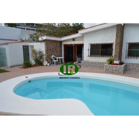 Bungalow renovated, with 2 bedrooms in a small, quiet complex, with 4 residential units