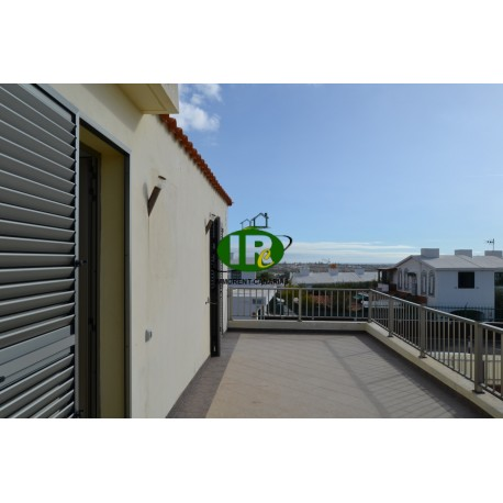 Nice large corner house with a very large plot of land, lots of terrace and sea views