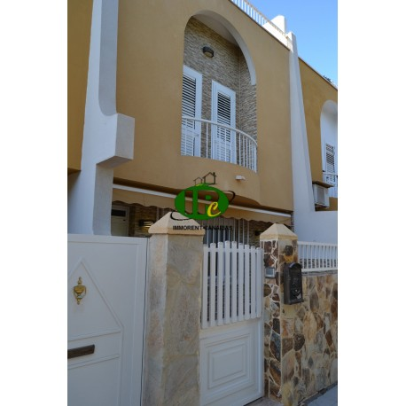 Large townhouse on 3 levels with terrace below and large roof terrace and garage space in San Fernando