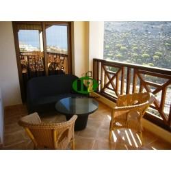 Красивая квартира De Luxe на жилой площади более 100 квадратных метров с большой террасой и видом на море