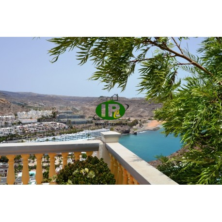 House with private pool and sea views, 3 bedrooms in a prime location in Playa del Cura