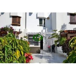 Bungalow en 2 niveles con terraza y 2 dormitorios y 2 baños