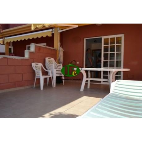 Bungalow duplex con 1 dormitorio. Amplia terraza, alicatada y cerrada. Muebles, hamacas y toldo - 1