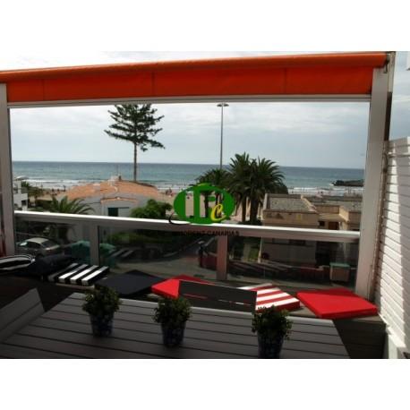 Apartment renoviert mit 2 Schlafzimmer und Meerblick. Direkt an den schönen Sandstränden