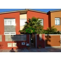 Pozo Izquierdo! casa muy bonita y grande con parcela grande en 2 niveles con jardín de invierno 3 dormitorios, 2 salas de estar