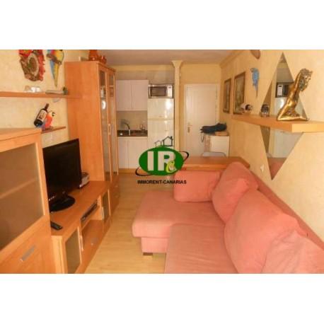 Apartamento de 2 habitaciones. Sala de estar con un cómodo sofá esquinero - 1