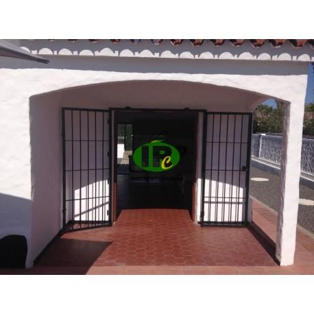 Bungalow de esquina con 2 dormitorios y una terraza cerrada - 1