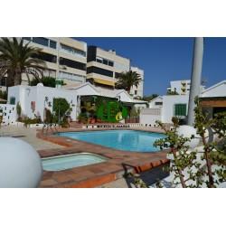 Bungalow de vacaciones con 2 dormitorios y habitación extra. En un pequeño complejo con una gran terraza cerrada
