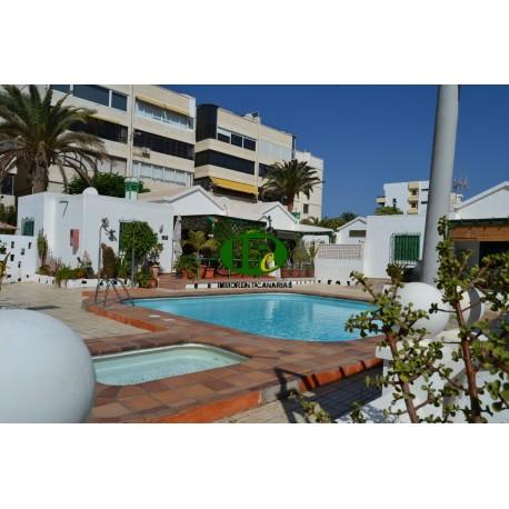 Bungalow de vacaciones con 2 dormitorios y habitación extra. En un pequeño complejo con una gran terraza cerrada - 16