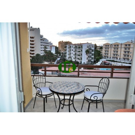 Holiday apartment with 1 bedroom and balcony. Just 3 minutes walk to the beach - 5