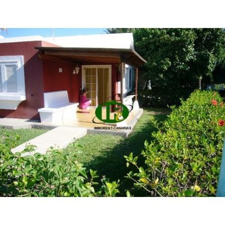 Bungalow de un dormitorio con terraza y jardín - 1