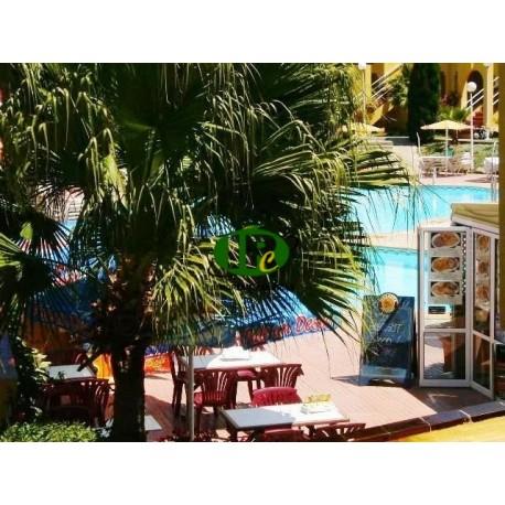 Hermoso bungalow de vacaciones o apartamento de vacaciones en zona verde con 1 dormitorio y terraza - 1