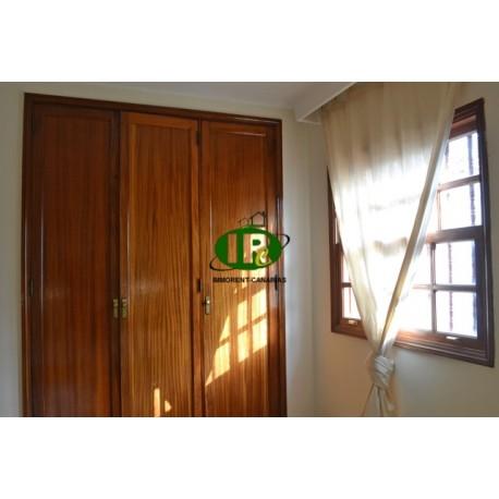Bungalow de un dormitorio con cocina americana, TV con programas de TV internacionales - 1