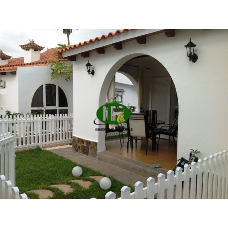 Holiday bungalow with 1 bedroom, tiled covered terrace and some green with patio furniture - 6