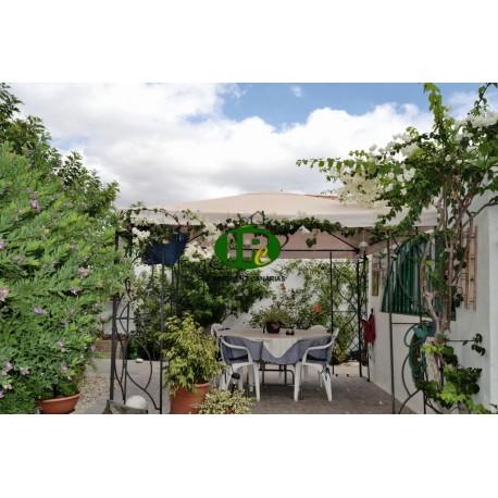 Mooie 1 slaapkamer bungalow met grote omheinde tuin, gedeeltelijk betegeld