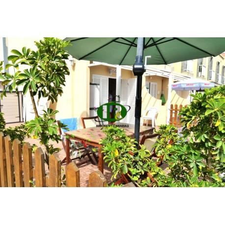 Bungalow de esquina con 1 dormitorio y gran terraza cerrada - 1