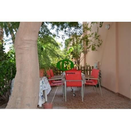 Eckbungalow mit großer Terrasse, eingezäunt und gefliest mit 1 Schlafzimmer - 1