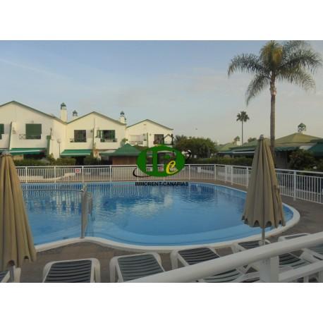 Bungalow met 1 slaapkamer en terras. Gesloten met uitzicht op het gemeenschappelijke zwembad - 17