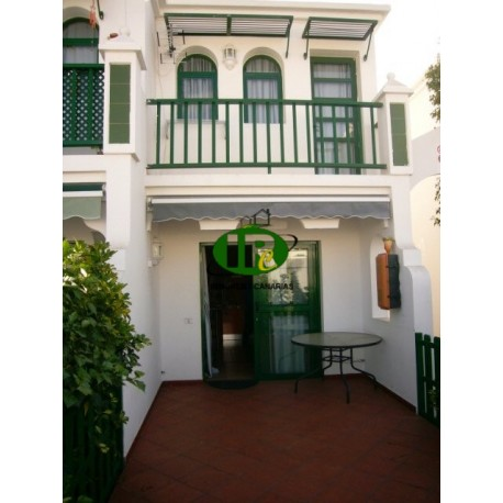 Bungalow en 2 niveles con 1 dormitorio. Azulejos grandes, terraza - 1