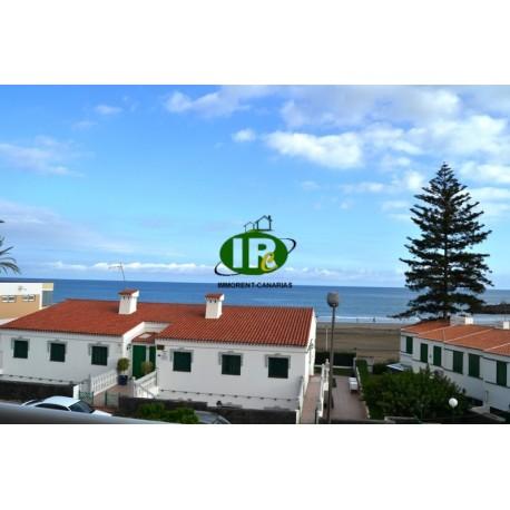 Vakantieappartement met 2 slaapkamers in de 2e rij zee, 1e verdieping met uitzicht op de zee en het strand
