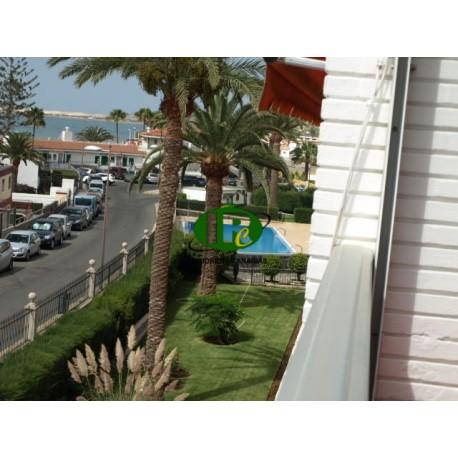 Apartamento de vacaciones, recientemente renovado en 2ª fila de mar con 2 dormitorios y vistas al mar - 1