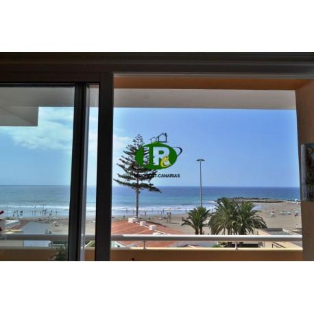 Apartamento con 2 dormitorios y vistas al mar ubicado en la segunda fila de la playa de arena fina - 3