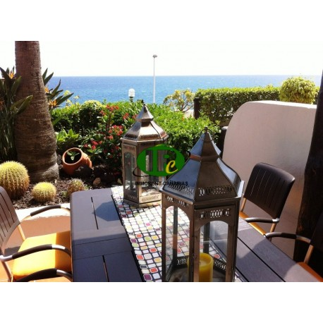 Apartment with 2 bedrooms for 4 people equipped, in 1st row sea with sea views