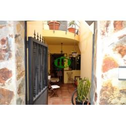 Студия отдыха в тихом месте, хорошо оборудованная терраса и небольшой внутренний дворик рядом с кухней