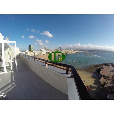 Penthouse appartement met 1 slaapkamer met een groot terras en uitzicht op zee