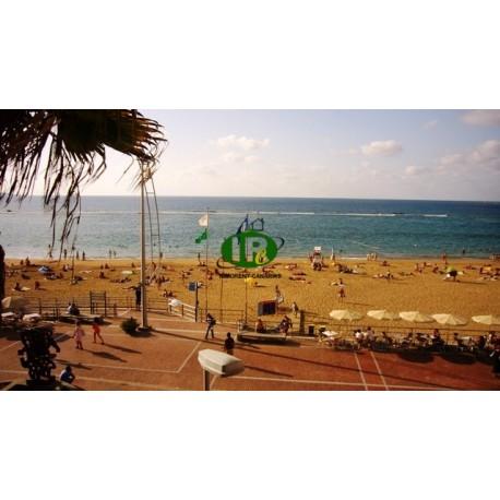 Appartement met 1,5 slaapkamers en een groot balkon met direct uitzicht op zee en het strand van Las Canteras