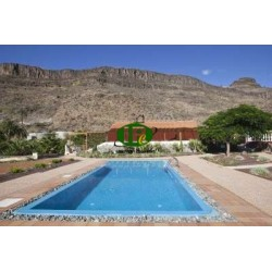 Detached villa with pool (salt water), located in the valley of the Ayaguares just 12 km from Playa del Ingles