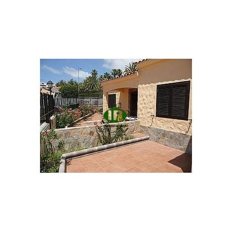Vakantie bungalow met 1 slaapkamer en 1 badkamer met zeer grote tuin en patio - 1