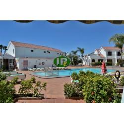 Bungalow de un dormitorio, terraza abierta de azulejos con vistas a la piscina comunitaria - 4