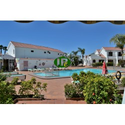 Bungalow met 1 slaapkamer Betegeld open terras met uitzicht op het gemeenschappelijke zwembad - 4