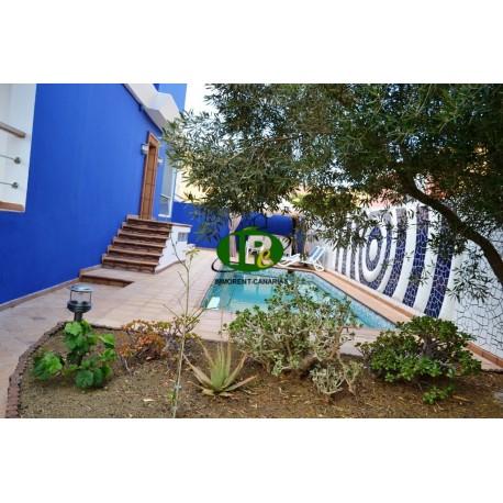 Zeer mooi groot huis met ongeveer 100 m2 leefruimte, privé zwembad en groot omheind terras - 1