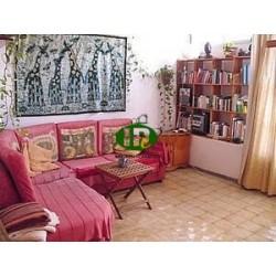 Двухуровневые апартаменты с 3 спальнями и 1 ванной - 2