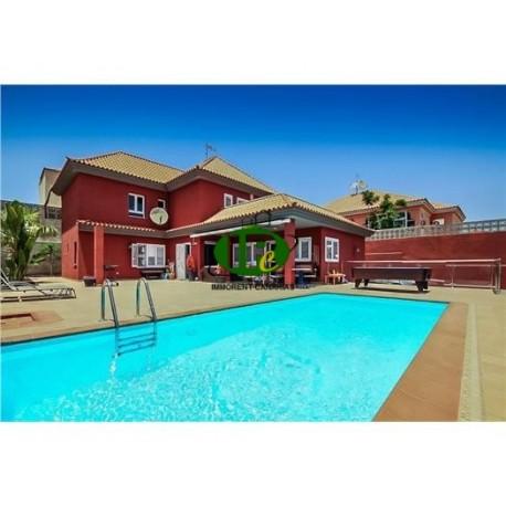 Casa grande con buenos muebles, 6 dormitorios y 5 baños - 20